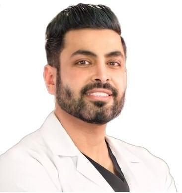 عيادات الدكتور رياض البقمي لجراحة التجميل والجلدية